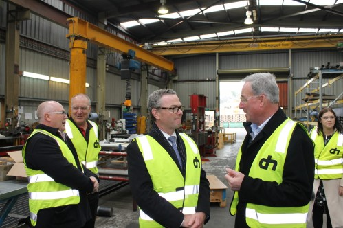 Delta Hydraulics with Defence Industry Minister Christopher Pyne